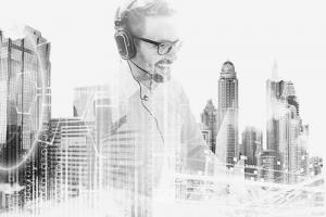 Managed-Services-Betreiberlösungsanbieter-Betreibermodellanbieter-Kundengespräch-Headset-Titelbild